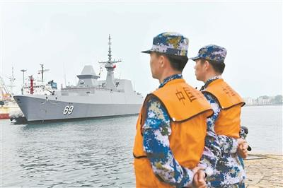 """新加坡海军""""刚毅""""号导弹护卫舰访问青岛"""