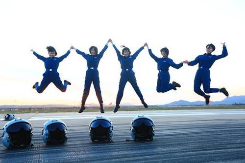 空军第十批女飞行学员纪实:做战斗员不做表演员