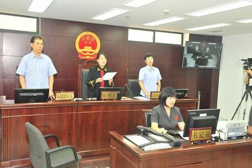 奶箱砸公交车司机案被告人获刑三年六个月当庭上诉